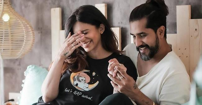 Mom-To-Be Kishwer Performs Pregnancy Yoga & Mat Pilates With Hubby Suyyash