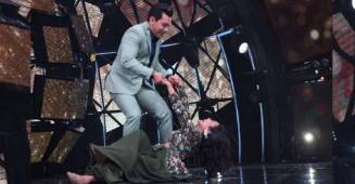 Indian Idol Host Aditya Ended Up Dropping Judge Neha During A Dance Performance In This Throwback Video