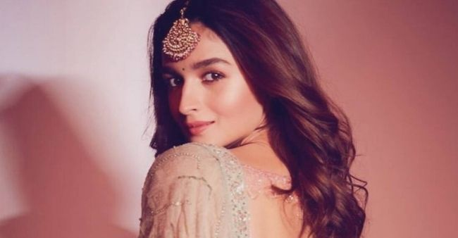 """""""Valentines Day is overrated"""" says Alia Bhatt mentioning an unsatisfactory date with her ex-boyfriend"""