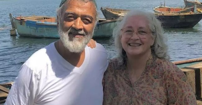 """Lucky is totally well and we were chatting this afternoon, no COVID-19"" says Nafisa Ali, dispelling rumors of Lucky Ali's death"