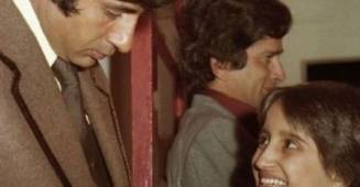 Amitabh Bachchan throwbacks to fan moments of now and then: Emoji vs Expressions
