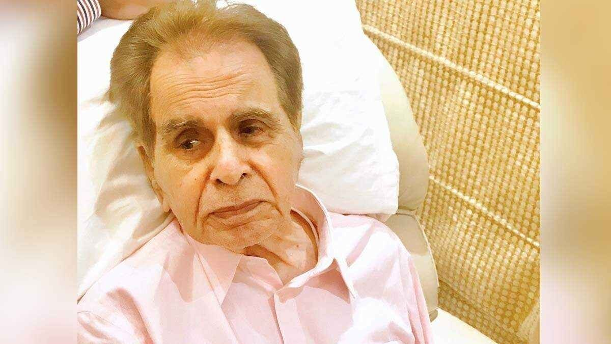 Dilip Kumar admitted to the hospital due to complaints of breathlessness