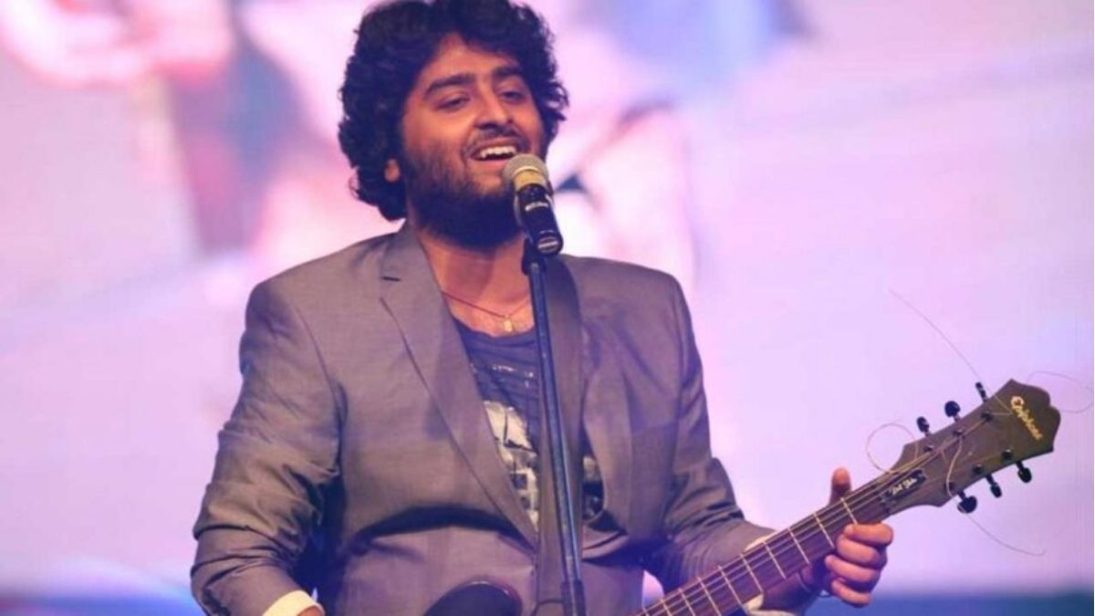 Arijit Singh completes a decade in Bollywood, fans celebrates by Twitter trend