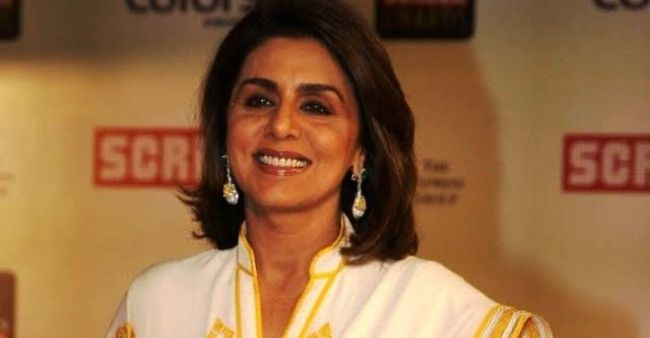 Neetu Kapoor smashes plate while dancing in a party, the video goes viral
