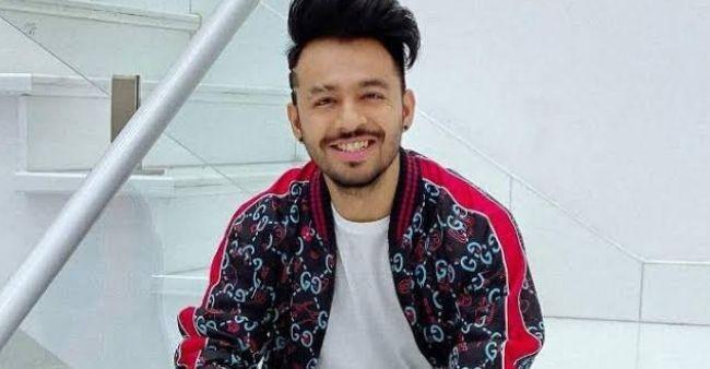 """Fan flatters Sunanda Shetty as asks, """"Are Shilpa Shetty and Shamita Shetty your sisters?""""; Sunanda Shetty's replies"""