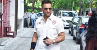 Fardeen Khan makes appearance before paparazzies after long break; All set to make comeback on the big screen after 11 years